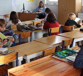 """Francja zakazała """"inkluzywnego"""" języka w szkołach"""