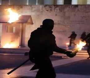 Grecy protestują przeciwko kolejnym oszczędnościom