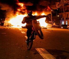 Hiszpania: Zamieszki przeciwko restrykcjom (+WIDEO)