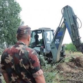 Węgrzy rozpoczęli budowę ogrodzenia na granicy z Serbią