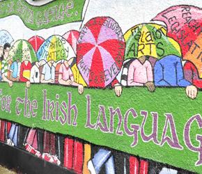 Irlandia Północna: Spór wokół ustawy językowej