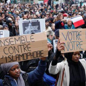 """Ulicami Paryża przeszedł marsz przeciwko """"islamofobii"""""""