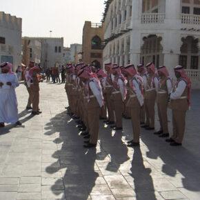 Katar uzależniony od imigrantów. Rekrutuje ich nawet do policji