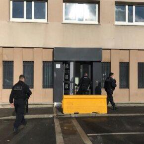 Atak na komisariat pod Paryżem. Macron reaguje