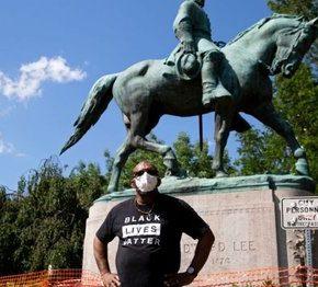 Adwokat Floydów krytykuje niszczenie pomników Konfederacji