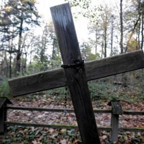 Krzyże na cmentarzu drażnią inne wyznania
