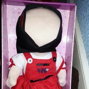 """Wielka Brytania: Nowa """"islamska lalka"""" bez twarzy spełnia wymogi szariatu"""