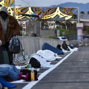 Las Vegas przeniosło schronisko dla bezdomnych na parking