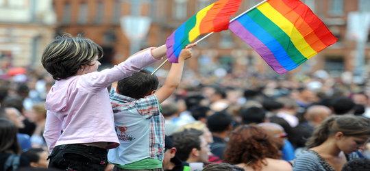 """Szwajcaria wprowadzi """"homomałżeństwa"""" i adopcję przez nie dzieci"""