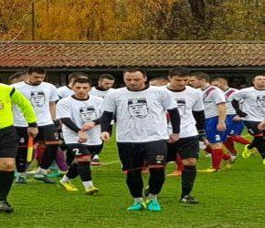 Ratko Mladić na koszulkach serbskich piłkarzy