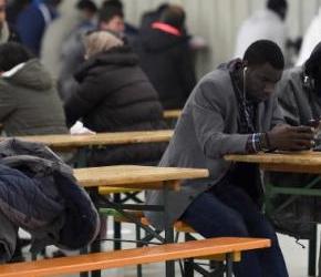 """Nigeryjskim """"uchodźcom"""" nie spodobały się nowe mieszkania"""
