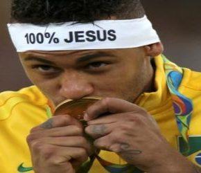 Piłkarze Brazylii bez gestów religijnych