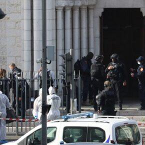 Nożownik zaatakował we Francji. W tle protesty muzułmanów