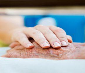 Brakuje opiekunów dla osób starszych