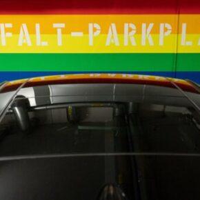 Miejsca parkingowe tylko dla LGBT i imigrantów