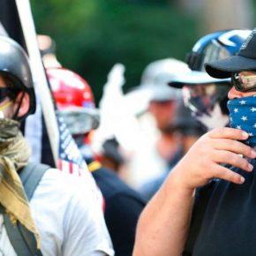 """USA: """"Antyfaszyści"""" pogonieni przez prawicowych radykałów w Portland (+WIDEO)"""