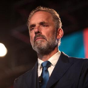 Liberalna gazeta przeprasza za tekst o Petersonie