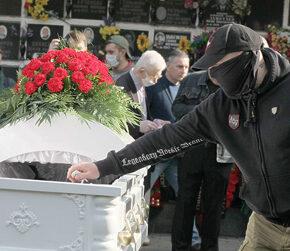 """Rosja: Tłumy na pogrzebie """"Tesaka"""" w Moskwie (+foto)"""