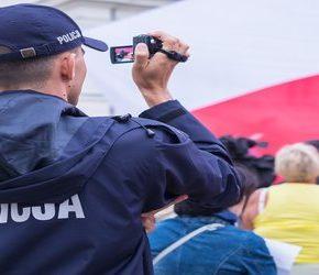 Policjanci domagają się karania za internetowe filmy