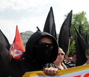 Polityczny wymiar maski