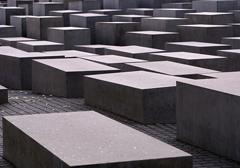 Po sylwestrowej zabawie władze Berlina chcą zwiększyć ochronę pomnika ofiar holocaustu