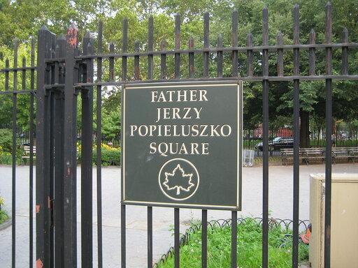 Nowojorski pomnik księdza Popiełuszki obrzucony śmieciami