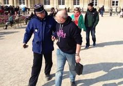 Francja: Mężczyzna aresztowany na ulicy za bluzę z prorodzinną grafiką!