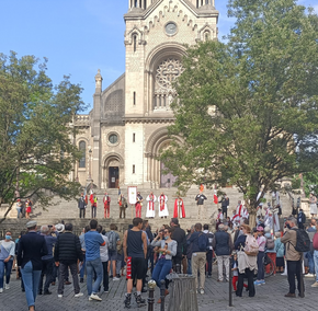 Lewicowi ekstremiści zaatakowali katolicką procesję