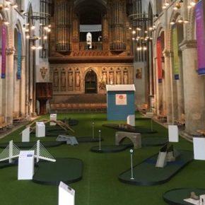 Pole golfowe w anglikańskiej katedrze