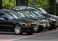 """""""By żyło się lepiej"""": Rząd utrzymuje 1699 aut służbowych"""