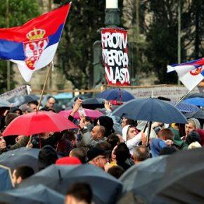 Serbscy studenci przeciwko Unii Europejskiej i NATO