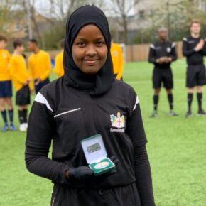 Muzułmanka w hidżabie sędziuje brytyjskie mecze