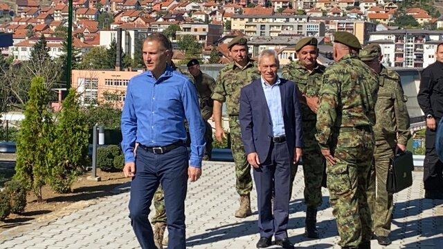 Minister obrony Serbii i ambasador Rosji odwiedzili granicę z Kosowem