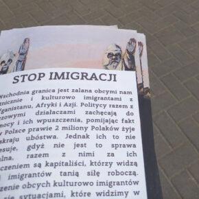 """Ulotki """"Stop imigracji"""" wśród mieszkańców Podlasia"""
