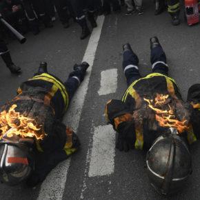Francuscy strażacy walczą z policją (+WIDEO)
