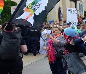 """""""Strajk Kobiet"""" wymknął się liberałom"""