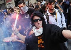 Włochy: Protestujący studenci starli się z policją