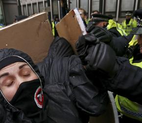 Starcia z policją podczas demonstracji studentów w Londynie