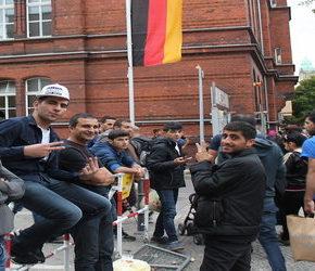"""Syryjscy """"uchodźcy"""" na urlopach w kraju"""