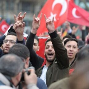 Turcy atakują Ormian we Francji