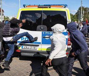 Gangi imigrantów opanowują Szwecję