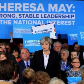Brytyjscy konserwatyści bez większości parlamentarnej