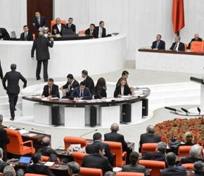 Turecki parlament poparł zmianę systemu parlamentarnego na prezydencki