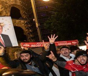 Zwolennicy Erdoğana świętowali na zachodzie (+WIDEO)