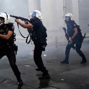 Turcja: Sąd skazał policjantów winnych śmierci demonstranta