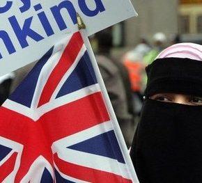 """Konserwatyści wykluczają za """"islamofobię"""""""
