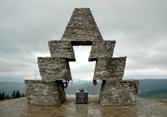 Polityk Jobbiku domaga się ochrony węgierskiego pomnika przed aktywistami Swobody