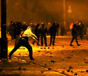 Zamieszki uliczne jako narzędzie walki politycznej