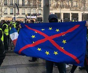"""Francja: Masowe aresztowania nacjonalistów przed sobotnimi protestami """"żółtych kamizelek"""""""